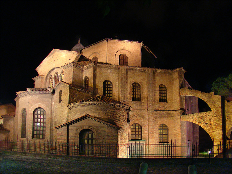 Linkki tapahtumaan Euroopan taidehistoriaa keskiajalta: Kirkot, basilikat ja katedraalit