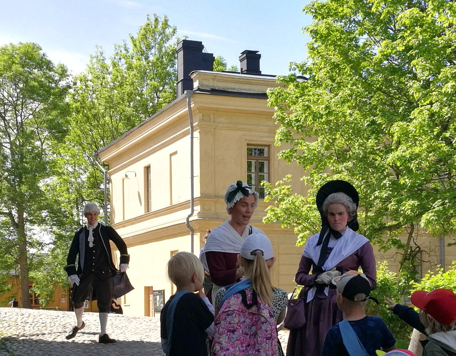 Linkki tapahtumaan Kuningas Kustaa III:n aarre -seikkailukierros Suomenlinnassa