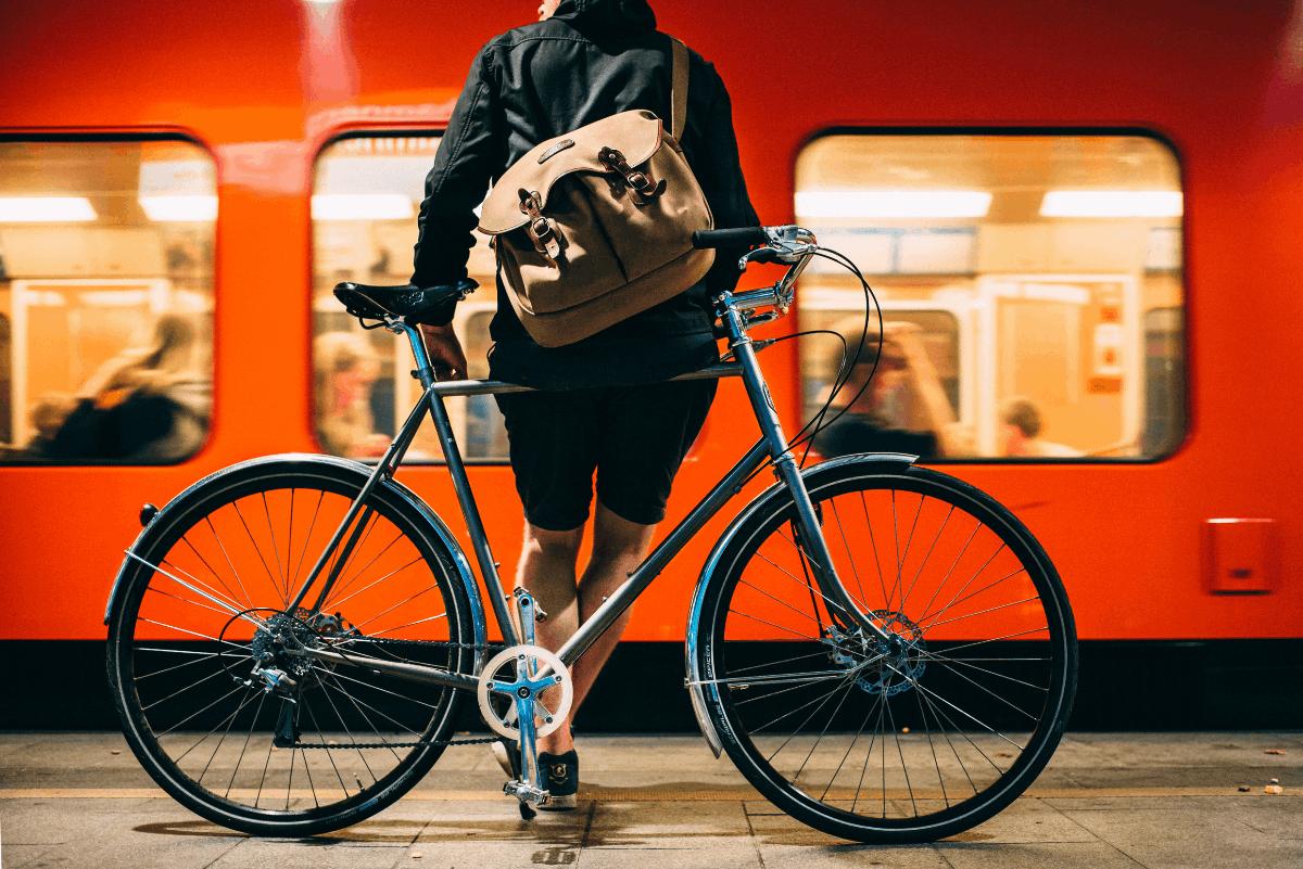 Linkki tapahtumaan Tervetuloa opettelemaan pyörän ja scootin fiksausta Oodin nuorisotilaan!