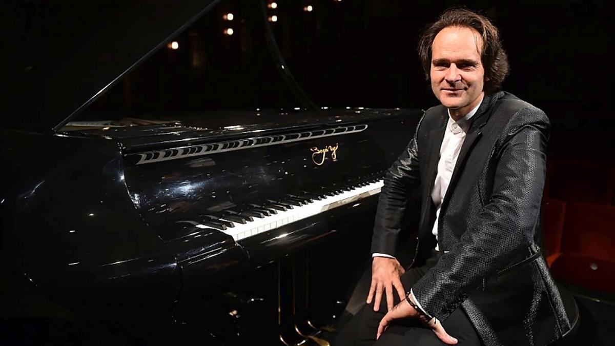 Linkki tapahtumaan Bogányi – Mies ja piano