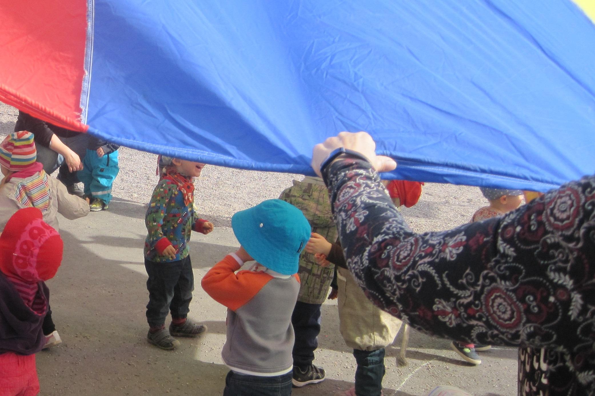Länken till evenemang Punaisten poskien päivä leikkipuisto Kimmossa