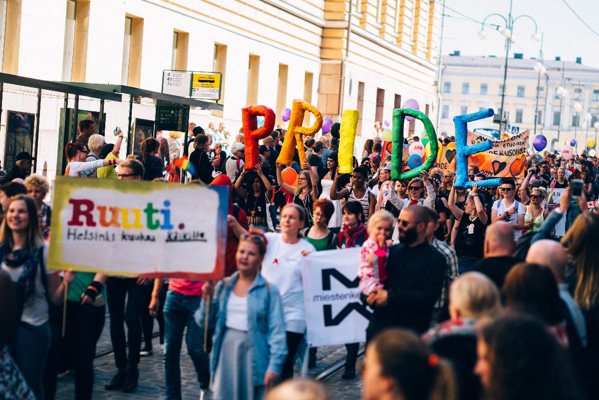 Linkki tapahtumaan Nuorten Pride: Glittermeikki-työpaja ja kuvaskaba